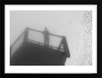Shadow - man on bridge - fotoplakat